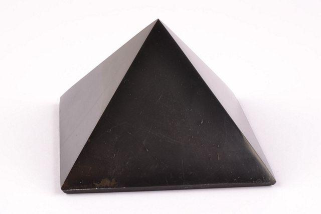 Šungit - pyramida střední